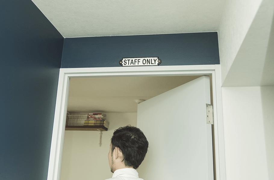 ニューヨークテイストのリノベーションをしたドア