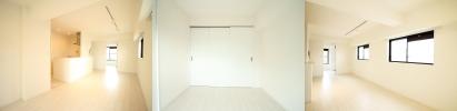 白を基調とした洗練された空間。全ての部屋を見渡せるリビングは団らんの場。